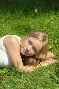 Free Young Girl Lying On The Grass Stock Photography - 2994062