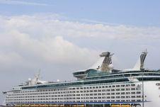 Free Cruise Ship Royalty Free Stock Photo - 2999295