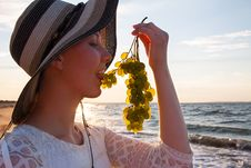 Free Portrait Of Sexy Girl In Hat Holding Grapes Royalty Free Stock Photography - 29947267