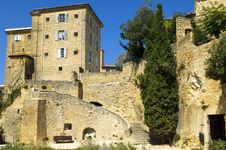 Free Houses Built On Rocks, Region Of Luberon, France Royalty Free Stock Images - 29959539