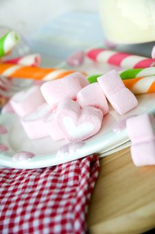 Free Pink Heart Marshmallow Royalty Free Stock Image - 29963816