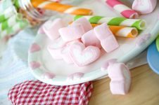 Free Sweet Heart Marshmallow Royalty Free Stock Image - 29963856