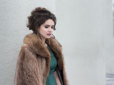 Free Elegance. Charming Autumn Brunette In Fur Coat In Her Thoughts Stock Photo - 29972520