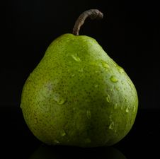 Free Wet Pear Royalty Free Stock Photos - 29975438