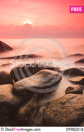 Free Sunrise At Sea Shore Royalty Free Stock Photos - 29983518