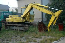 Free Unused Yellow Digger Royalty Free Stock Photo - 301185