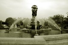 Free Fountain Royalty Free Stock Image - 302136