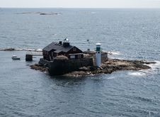 Free Small Island With Lighthouse Near Swedish Coast Royalty Free Stock Image - 308016