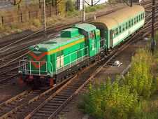 Free Diesel Locomotive Hauling Railway Car Stock Photo - 309580