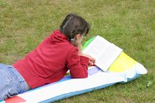Free Reading A Book Stock Photography - 3000972