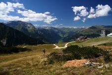 Free Mountain Scene Royalty Free Stock Photo - 3003235