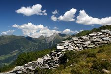 Free Mountain Scene Royalty Free Stock Images - 3003659