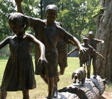 Free Statue Of Children On Log Royalty Free Stock Photos - 3004068