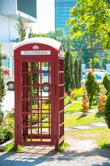 Free Red Telephone Box Royalty Free Stock Photo - 30006665