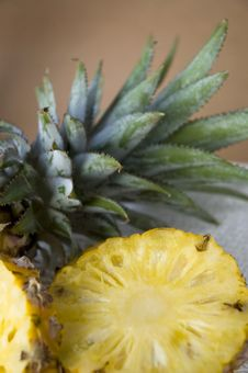 Free Close Up Pineapple With Leaves Stock Images - 30016504