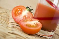 Free Half Of Fresh Tomato Royalty Free Stock Photos - 30016608