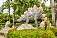 Free Dinosaur Statue Royalty Free Stock Image - 30035216