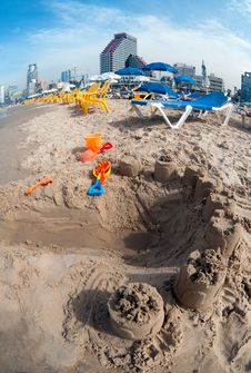 Free Children S Toys In The Sand At The Beach. Royalty Free Stock Photos - 30058278
