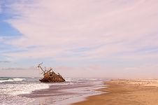 Free Ship Wreck On Sea Royalty Free Stock Photography - 30084347