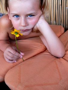 Free The Child With Flower Royalty Free Stock Images - 3010339