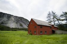 Free Norway, Barn And Mountain Stock Photos - 3010613