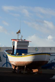 Free Fishing Boat Out Of Water Stock Images - 3011014