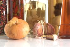 Free Jars Of Spices And Garlic And Onion Stock Photo - 3015760