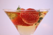 Free Strawberry Glass Royalty Free Stock Images - 3018819