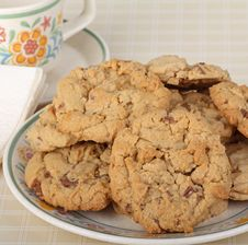 Free Plate Full Of Cookies Royalty Free Stock Photo - 30120095