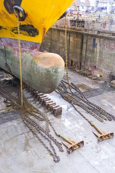 Free Ship Inside A Drydock Royalty Free Stock Photo - 30125025