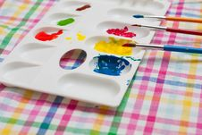 Free Palette  And Paintbrushes Royalty Free Stock Images - 30132879