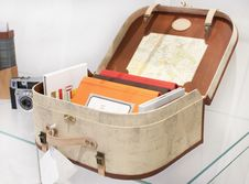 Free Suitcase With Books Royalty Free Stock Image - 30139296