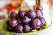 Free Bunch Of Tasty Red Grapes On A Plate Stock Photos - 30141263