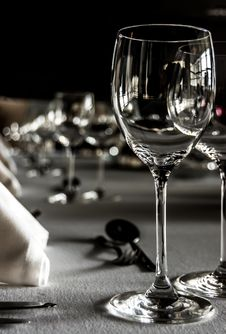 Free Table Setting In Restaurant Royalty Free Stock Photo - 30142315