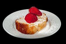 Free Pound Cake With Strawberry Stock Photos - 30142923
