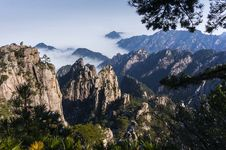 Free Huangshan Mountain Scenery Royalty Free Stock Image - 30145596