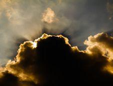 Free Sun Shine Through Rain Cloud Stock Photography - 30148652