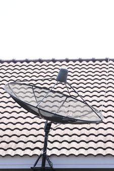 Free Black The Satellite Dish. Royalty Free Stock Image - 30153676