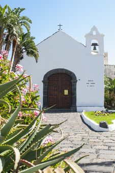 Free Little White Church In Tenerife Royalty Free Stock Photos - 30177238