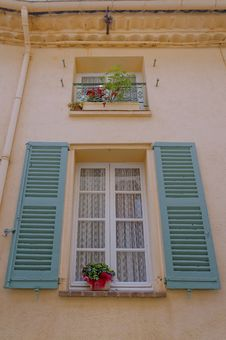 Free Traditional French Window And Shutters Royalty Free Stock Photo - 30180785