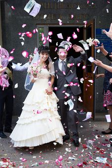 Free Happy Newlyweds And Flying Petals Royalty Free Stock Photos - 30184198