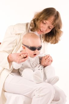 Free Baby On Mothers Hands Royalty Free Stock Images - 3020229