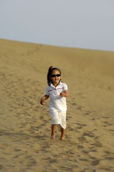 Free Child In Desert Royalty Free Stock Photography - 3026307