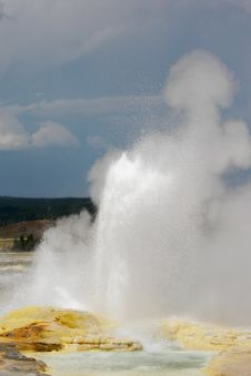 Free Geyser Eruption Royalty Free Stock Images - 3027709