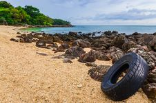 Free Washed Out Tyre At Beautiful Ocean Coast In Andaman Sea Stock Photos - 30207533