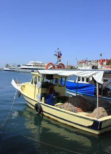 Fishing Boats And Yachts In Izmir &x28;Bostanli&x29;,Turkey Royalty Free Stock Photos