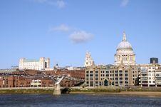 Free Millennium Bridge, London Royalty Free Stock Image - 30233286