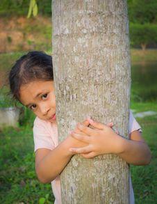 Free A Cute Girl Is Behind A Tree Royalty Free Stock Image - 30244376