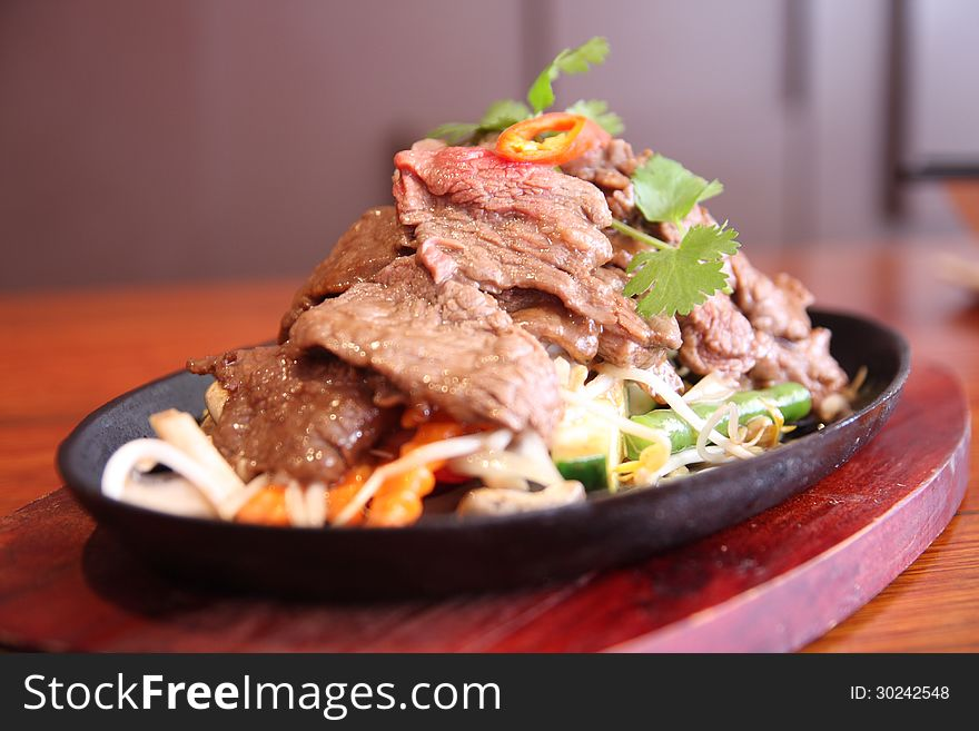 Thai beef sizzling on hot plate