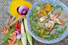 Free Spicy Mixed Vegetable Soup &x28;Kaeng Liang&x29; Royalty Free Stock Image - 30256396